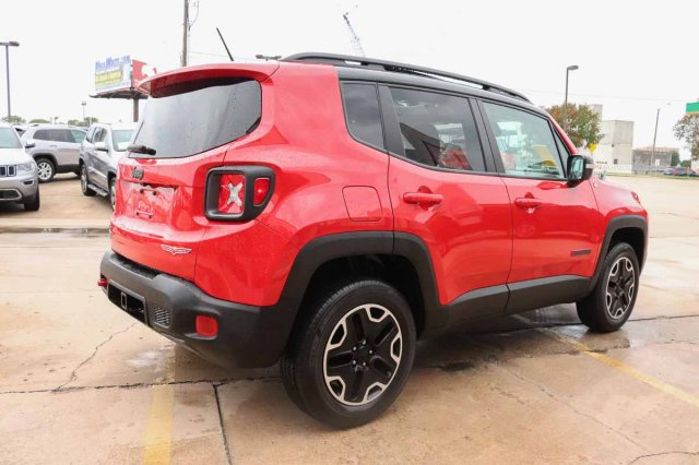 Pre-Owned 2016 Jeep Renegade Trailhawk